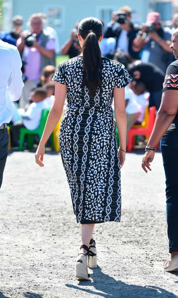 Chọn giày đế xuồng hóa ra là nước cờ thông minh của chị em dâu Kate - Meghan dù Nữ hoàng Anh có kỳ thị item này đi chăng nữa - Ảnh 4.