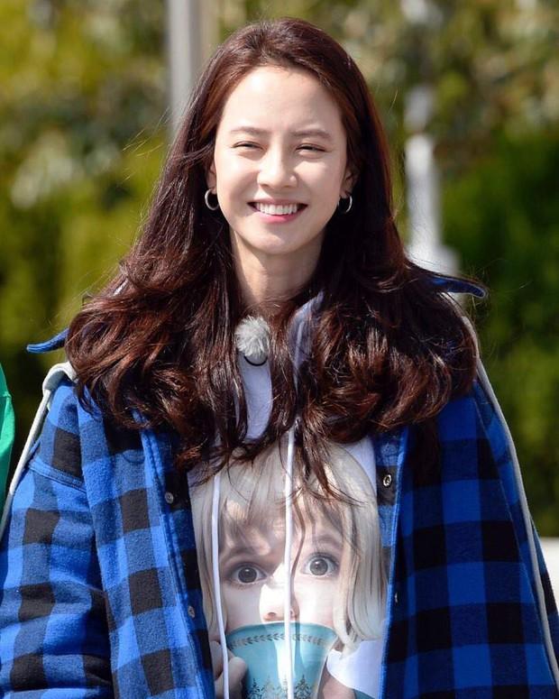 Tạo hóa ưu ái cho Song Ji Hyo gương mặt trẻ trung nhưng để hack từ 38 tuổi mà trông như gái đôi mươi, cô đã áp dụng 3 tips - Ảnh 5.