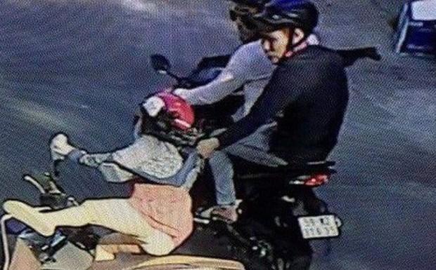 Nhóm cướp tuổi teen phóng xe đuổi theo trêu ghẹo gái, ép xe cướp điện thoại - Ảnh 1.