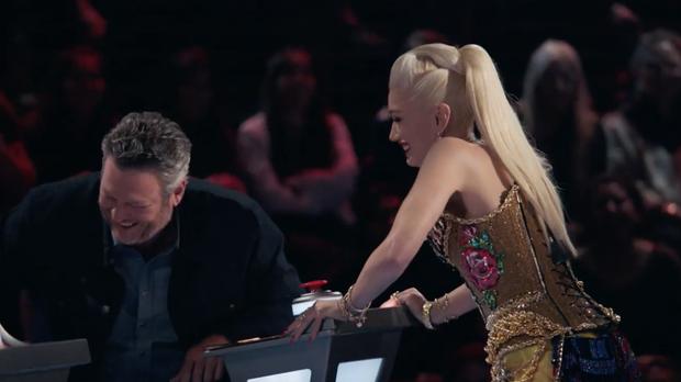 The Voice US tập 1: Cặp đôi Blake - Gwen hết ôm ấp tình tứ lại mắng nhau chỉ vì nút chặn! - Ảnh 4.