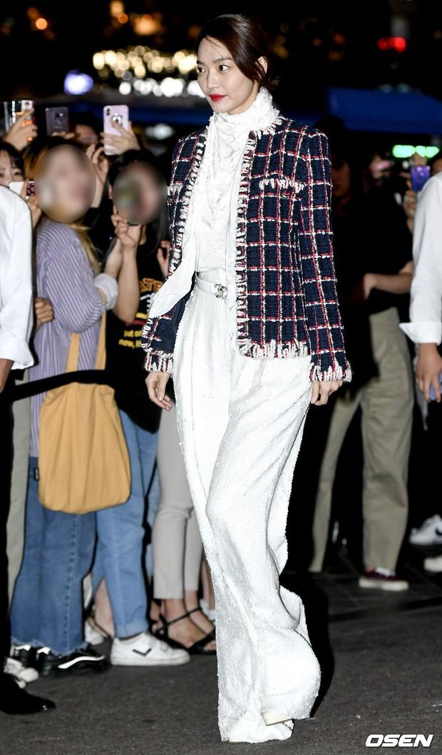 Choáng với sự kiện toàn sao hạng A: 2 nữ thần Kpop bị bạn gái Kim Woo Bin đè bẹp, Lee Dong Wook thế này ai đọ được? - Ảnh 1.