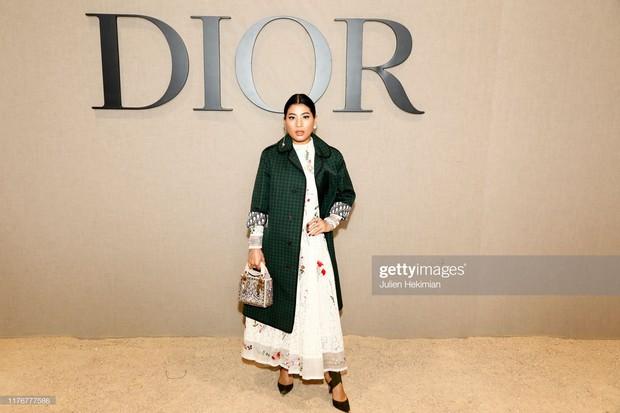 """Cùng dự show Dior: """"tình đầu quốc dân"""" Suzy chưa bao giờ khoe vòng 1 bạo liệt đến thế, gái một con Angela Baby lại kín như bưng - Ảnh 11."""
