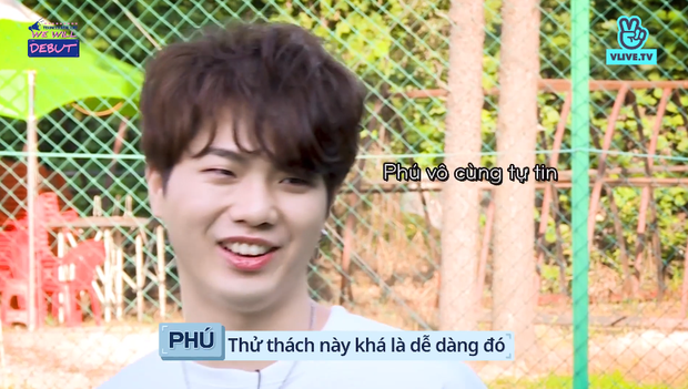 Bị đồng đội ném bóng nước ướt quần, trai đẹp của boygroup người Việt D1Verse chỉ biết than trời - Ảnh 6.