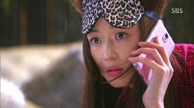 Giống đến cả chiếc điện thoại mợ chảnh, Vì Sao Đưa Anh Tới bản Thái là phim remake hay bản photocopy hoàn chỉnh? - Ảnh 6.