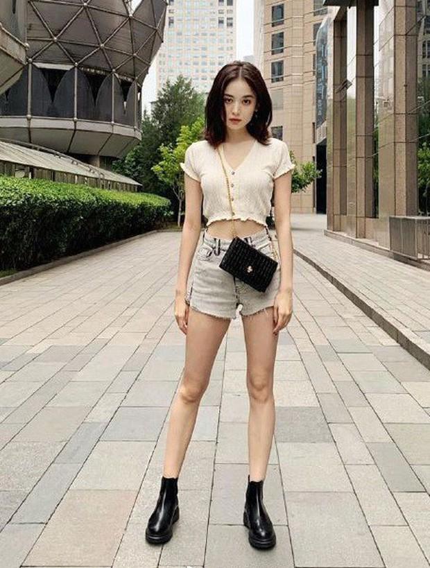 Đại chiến vòng eo mỹ nhân Hoa Hàn: BLACKPINK - Dương Mịch chăm show body, Địch Lệ Nhiệt Ba khoe khéo ít ai ngờ - Ảnh 26.
