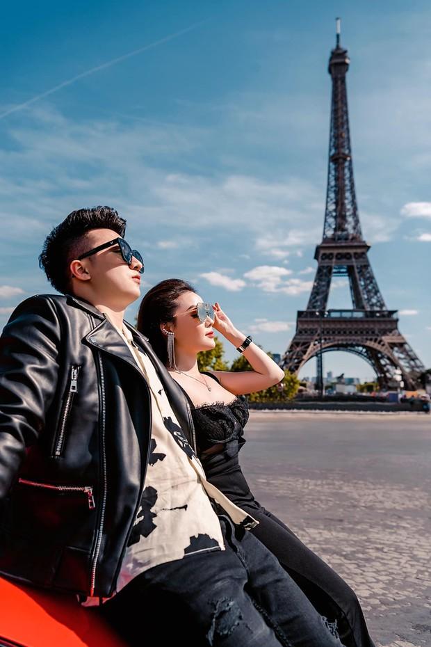 Nữ giảng viên sexy Âu Hà My cùng chồng tung bộ ảnh cưới bên siêu xe Ferrari dưới chân tháp Eiffel - Ảnh 4.