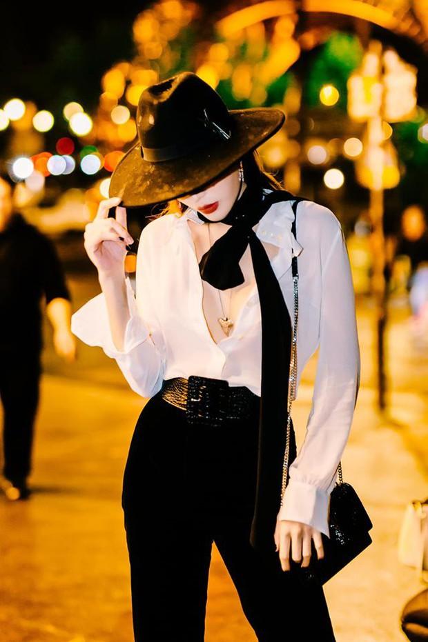 Táo bạo như Kỳ Duyên tại sự kiện quốc tế ở Pháp: Diện áo phanh cúc, khoe triệt để ngực trần mới chịu! - Ảnh 4.
