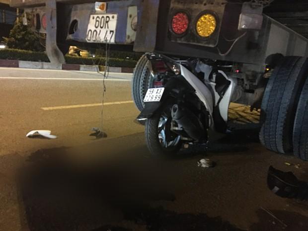 TP.HCM: Xe SH dính chặt dưới gầm sau khi tông vào đuôi xe container dừng đậu, nam thanh niên tử vong - Ảnh 3.
