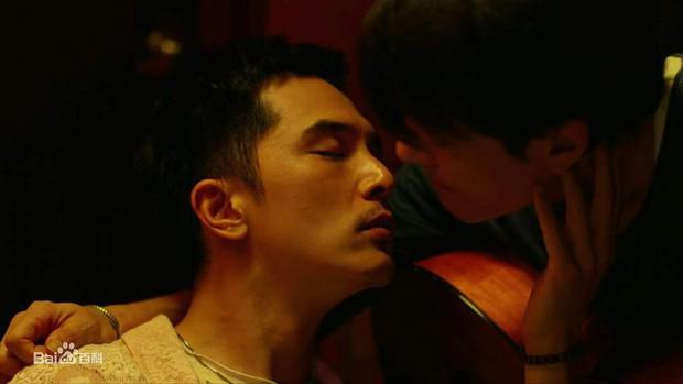 8 phim kinh điển của Khưu Trạch - người đang u mê Trương Quân Ninh: Hoá ra từng là màu tím ở Dear Ex? - Ảnh 17.