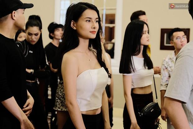 Bản sao Hoàng Thùy, thí sinh Hoa hậu Hoàn vũ... gây ấn tượng tại buổi casting Vietnams Next Top Model 2019 - Ảnh 14.