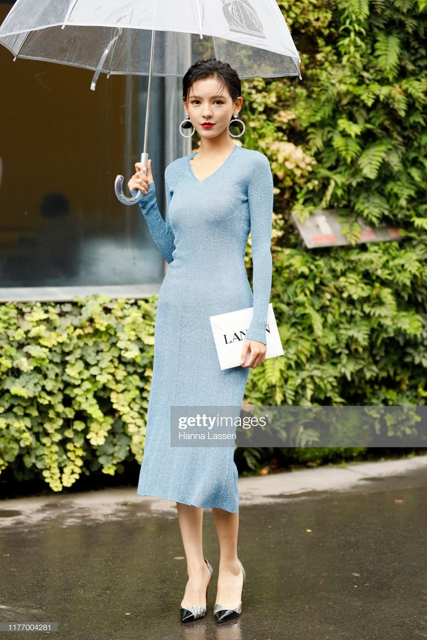 Không chỉ Angela Baby, 1 mỹ nhân Cbiz khác bỗng được báo chí quốc tế chú ý vì không khoa trương mà vẫn đẹp nức nở - Ảnh 1.