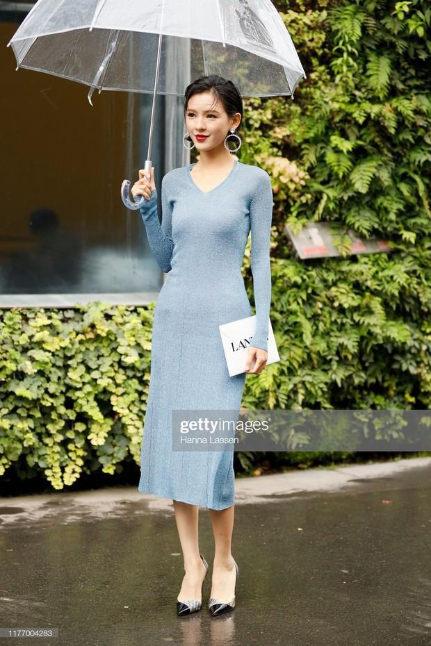 Không chỉ Angela Baby, 1 mỹ nhân Cbiz khác bỗng được báo chí quốc tế chú ý vì không khoa trương mà vẫn đẹp nức nở - Ảnh 2.