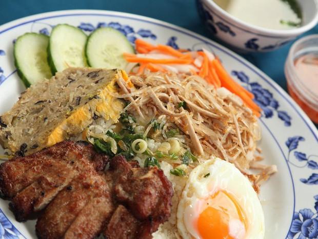 """Những món cơm Việt tên lạ """"muốn xỉu"""": món nghe như đánh nhau, món thì thấy... đổ máu nhưng ăn vào thì ngon """"bá cháy"""" - Ảnh 1."""