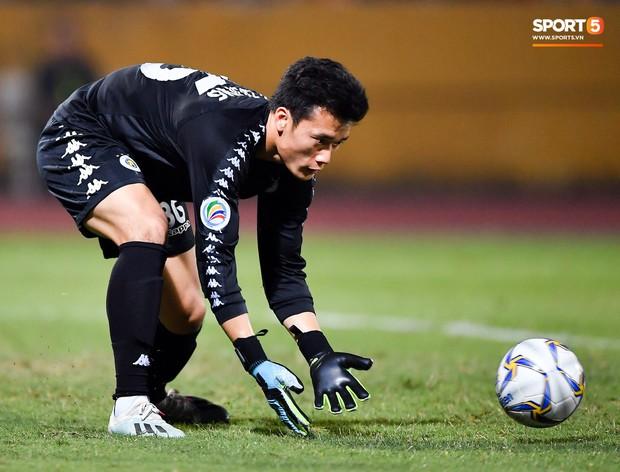 Bùi Tiến Dũng bóng gió chuyện chia tay Hà Nội FC: Nhớ phần cơm và chỗ ngủ mỗi khi em về nhé - Ảnh 2.