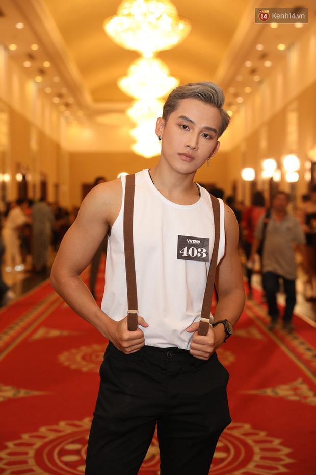 Bản sao Hoàng Thùy, thí sinh Hoa hậu Hoàn vũ... gây ấn tượng tại buổi casting Vietnams Next Top Model 2019 - Ảnh 9.