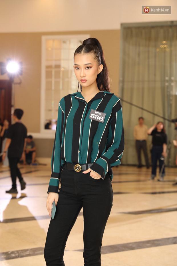 Bản sao Hoàng Thùy, thí sinh Hoa hậu Hoàn vũ... gây ấn tượng tại buổi casting Vietnams Next Top Model 2019 - Ảnh 5.