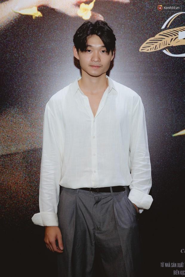 Bé Bỉnh hí hửng sánh đôi Phương Anh Đào, còn Hà Anh Tuấn vội ký tặng fan rồi mất hút giữa buổi ra mắt Truyện Ngắn - Ảnh 8.