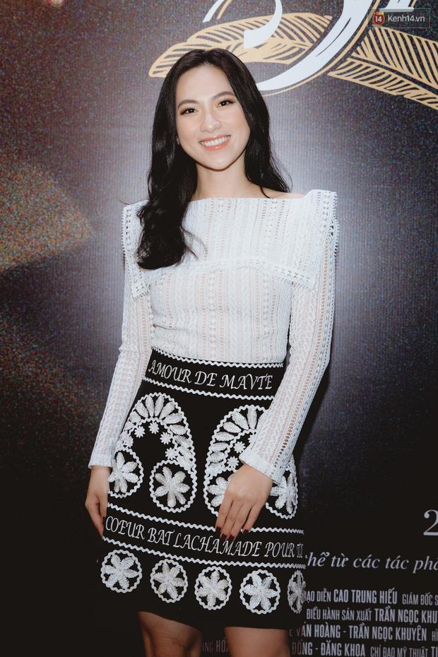 Bé Bỉnh hí hửng sánh đôi Phương Anh Đào, còn Hà Anh Tuấn vội ký tặng fan rồi mất hút giữa buổi ra mắt Truyện Ngắn - Ảnh 4.