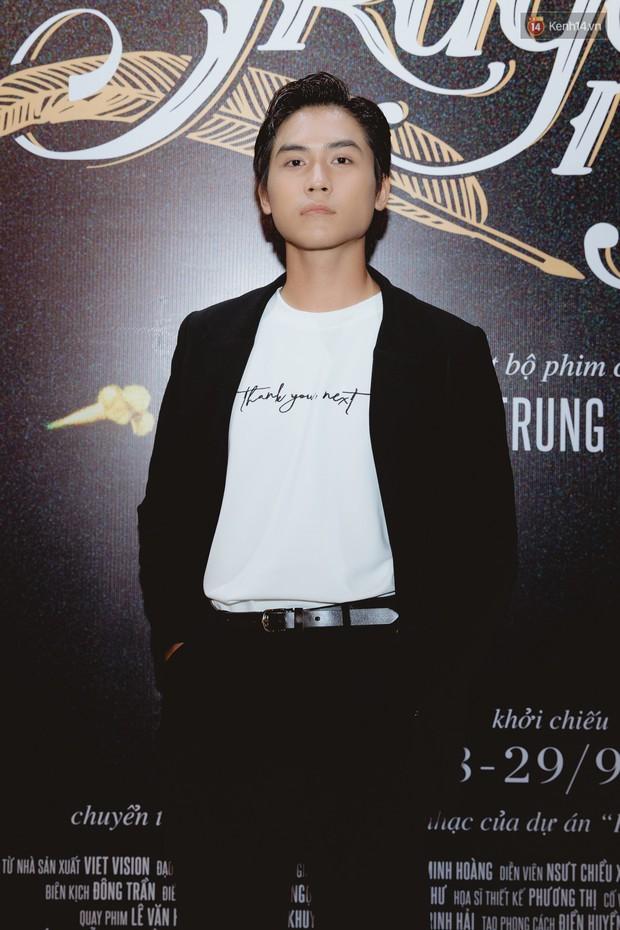 Bé Bỉnh hí hửng sánh đôi Phương Anh Đào, còn Hà Anh Tuấn vội ký tặng fan rồi mất hút giữa buổi ra mắt Truyện Ngắn - Ảnh 6.
