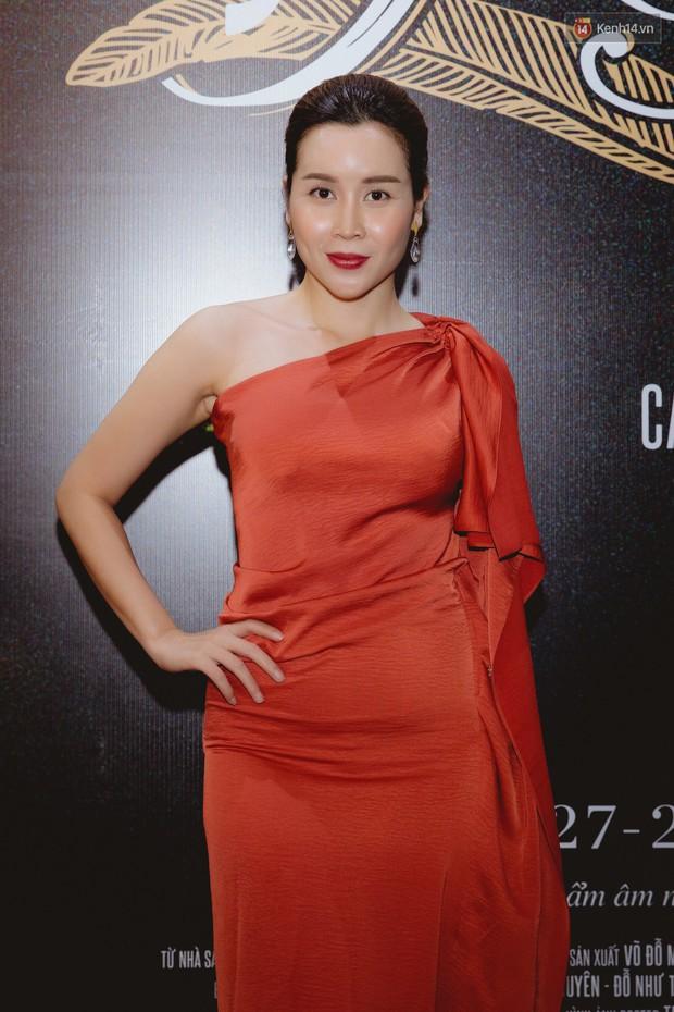 Bé Bỉnh hí hửng sánh đôi Phương Anh Đào, còn Hà Anh Tuấn vội ký tặng fan rồi mất hút giữa buổi ra mắt Truyện Ngắn - Ảnh 11.