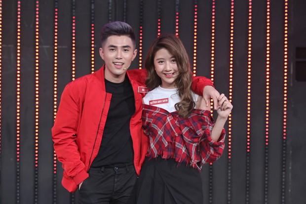 """Linh Ka 17 tuổi với Quỳnh Anh Shyn 19 tuổi thời điểm mới hẹn hò Will: Cùng là hot girl Hà thành, style bị """"khui"""" chuyện yêu đương giống nhau y như đúc! - Ảnh 4."""