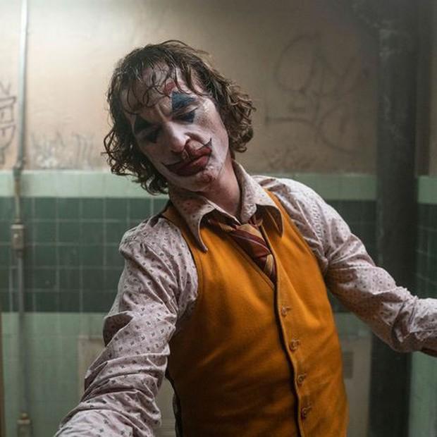Joker bị chỉ trích vì có nhiều cảnh bạo lực, Warner Bros vội lên tiếng bênh vực con cưng! - Ảnh 2.
