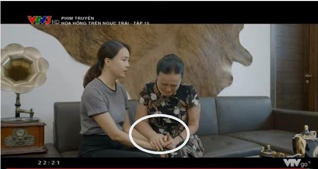 Mẹ chồng Hoàng Cúc bị ung thư, gây chú ý với bàn tay sưng vù khác lạ trong Hoa hồng trên ngực trái - Ảnh 2.