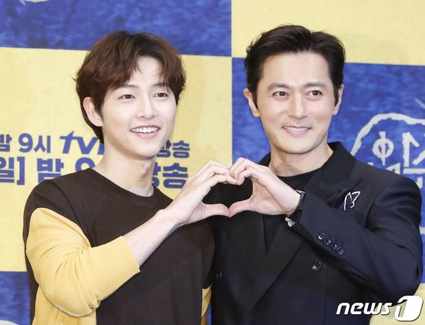 [K-Star]: The true personalities of Song Joong Ki and Jang Dong Gun behind the camera have finally been revealed