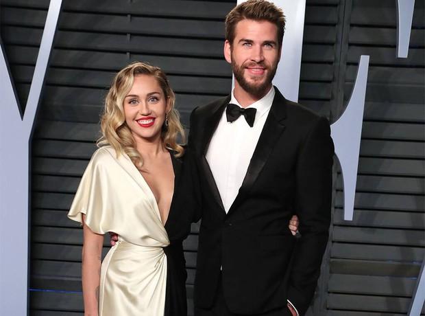 Hé lộ lý do Miley Cyrus kết thúc mối tình đồng tính chóng vánh: Hoá ra liên quan đến Liam Hemsworth? - Ảnh 2.