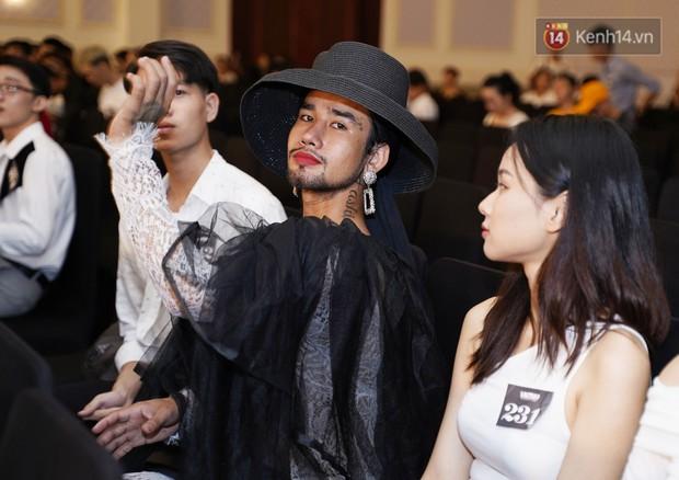 Chàng trai mặc váy đại náo Vietnams Next Top Model: Giả gái nhưng không cạo râu vì tôi thích thế - Ảnh 7.