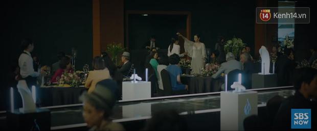 """Nhân viên Jang Nara nuốt cục tức quỳ xuống xin lỗi khách hàng dòng thẻ """"mẹ thiên hạ"""" ở phim mới VIP! - Ảnh 12."""