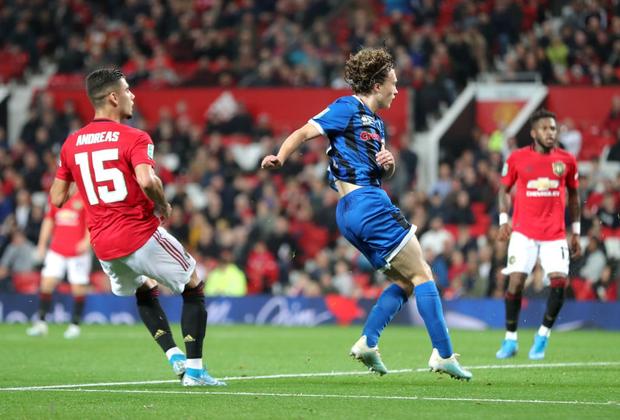 Thắng hú vía đội bóng hạng 3 trên chấm luân lưu, MU phải đối mặt thử thách cực lớn ở vòng 1/8 cúp Liên đoàn Anh - Ảnh 5.