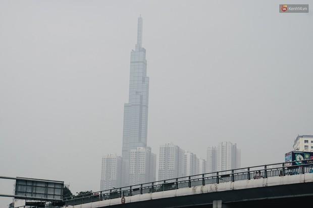 Sở Tài nguyên - Môi trường: Sài Gòn bị bao phủ màu trắng đục là do ô nhiễm không khí, thủ phạm không phải từ cháy rừng ở Indonesia - Ảnh 1.
