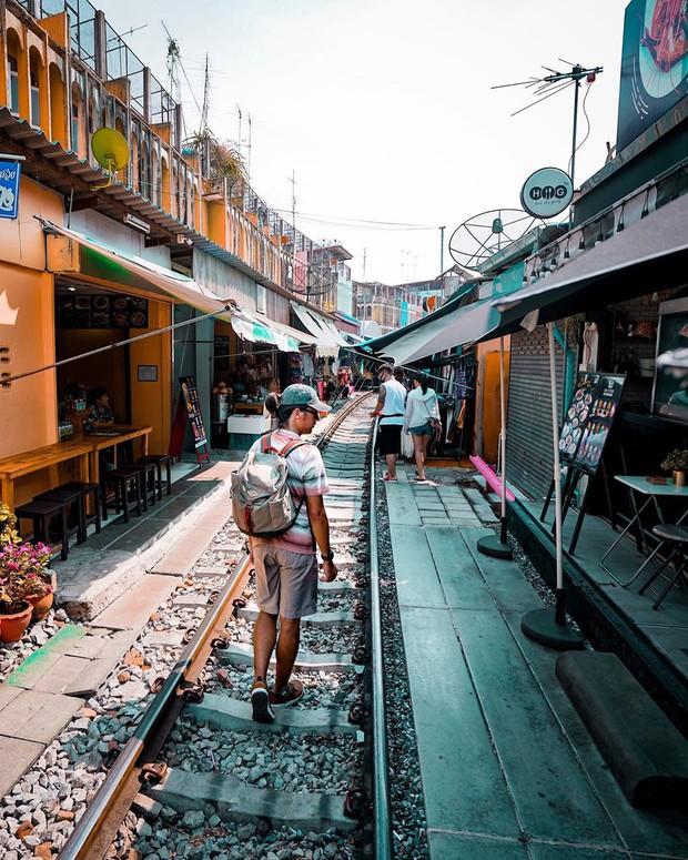 """Có gan mới dám ghé 3 con phố đường tàu nổi tiếng khắp châu Á: Xóm Phùng Hưng ở Hà Nội là """"đáng sợ"""" nhất! - Ảnh 21."""
