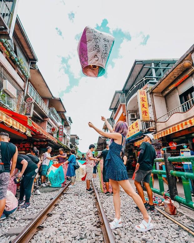 """Có gan mới dám ghé 3 con phố đường tàu nổi tiếng khắp châu Á: Xóm Phùng Hưng ở Hà Nội là """"đáng sợ"""" nhất! - Ảnh 22."""