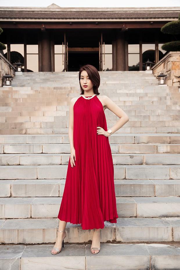 Đỗ Mỹ Linh đã có đồng hồ 500 triệu để đeo, xem ra danh xưng Hoa hậu nghèo nhất Việt Nam tan tành mây khói rồi - Ảnh 1.