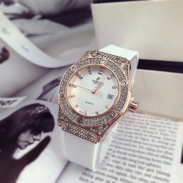 Đỗ Mỹ Linh đã có đồng hồ 500 triệu để đeo, xem ra danh xưng Hoa hậu nghèo nhất Việt Nam tan tành mây khói rồi - Ảnh 4.