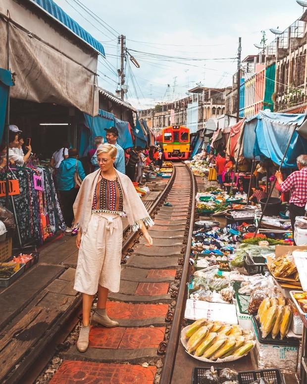 """Có gan mới dám ghé 3 con phố đường tàu nổi tiếng khắp châu Á: Xóm Phùng Hưng ở Hà Nội là """"đáng sợ"""" nhất! - Ảnh 18."""