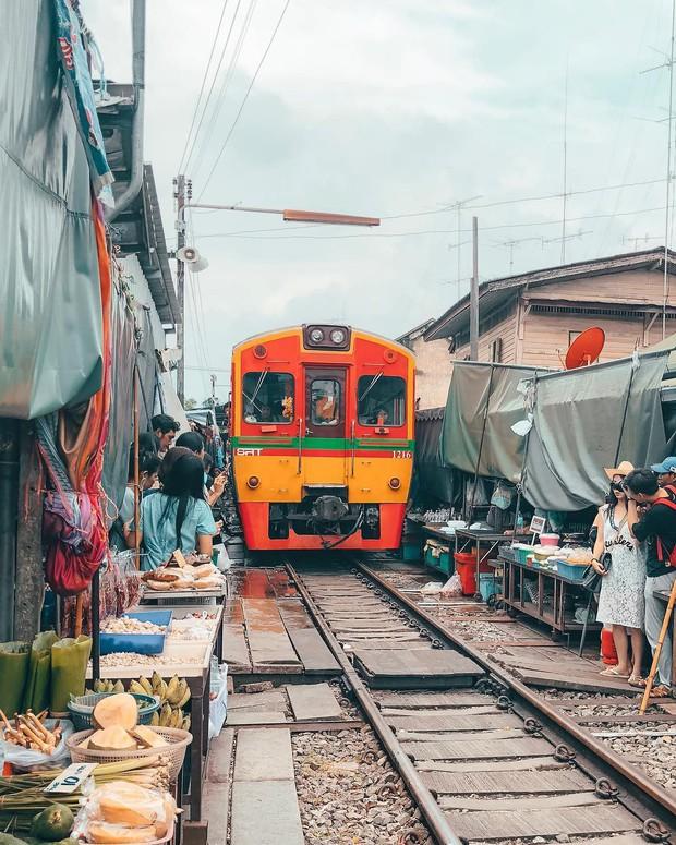 """Có gan mới dám ghé 3 con phố đường tàu nổi tiếng khắp châu Á: Xóm Phùng Hưng ở Hà Nội là """"đáng sợ"""" nhất! - Ảnh 15."""