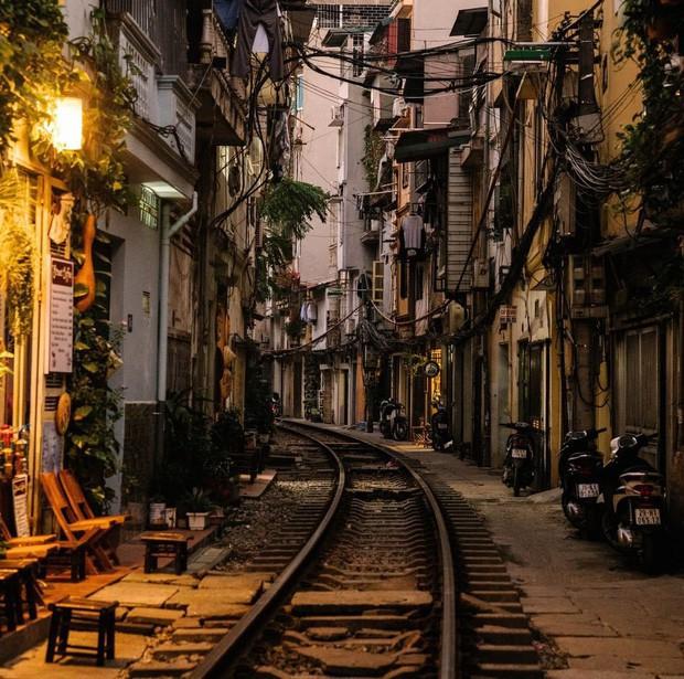 """Có gan mới dám ghé 3 con phố đường tàu nổi tiếng khắp châu Á: Xóm Phùng Hưng ở Hà Nội là """"đáng sợ"""" nhất! - Ảnh 1."""