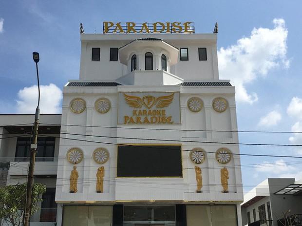 Vụ 100 cảnh sát đột kích karaoke Paradise: Chân dài và những dân chơi xăm trổ - Ảnh 1.