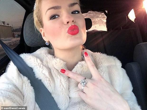 Ghen tị với sự nổi tiếng của em gái người mẫu, cô chị tạo ra thảm kịch điên cuồng khiến ai chứng kiến cũng phải sốc - Ảnh 2.