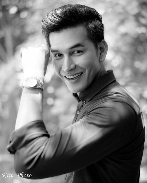 SỐC: Trước khi phát hiện tự tử nhà riêng, nam diễn viên xứ Chùa Vàng vẫn tươi tắn chụp ảnh định trang ở phim của Yaya Urassaya - Ảnh 1.