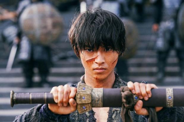 Diễn viên Hàn giờ mới biết tút tát tóc tai để lên đời nhan sắc, nhưng hội nam thần đất Nhật đã biết chiêu này từ lâu rồi kìa! - Ảnh 2.