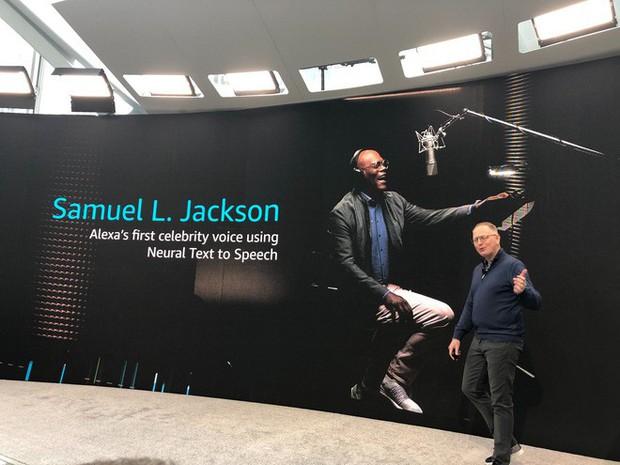 Nick Fury Samuel L. Jackson sẽ lồng tiếng trợ lý ảo Alexa của Amazon, mua về với giá chỉ 20.000 đồng - Ảnh 1.