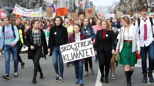 Trước khi gây bão với bài phát biểu quát thẳng mặt các nhà lãnh đạo, Greta Thunberg từng đáp trả tin đồn và chỉ trích đanh thép thế này đây - Ảnh 3.