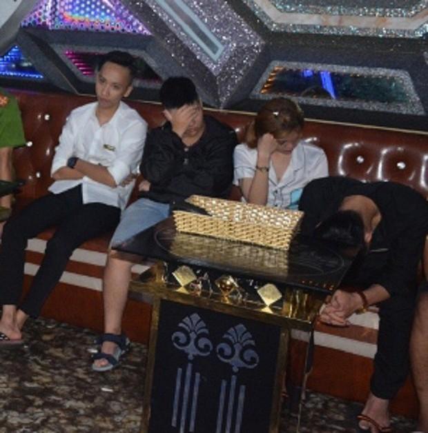 Vụ 100 cảnh sát đột kích karaoke Paradise: Chân dài và những dân chơi xăm trổ - Ảnh 6.