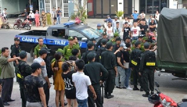 Vụ 100 cảnh sát đột kích karaoke Paradise: Chân dài và những dân chơi xăm trổ - Ảnh 7.