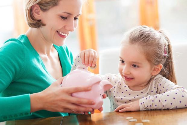 Những cách dạy con trẻ tránh hoang phí tiền bạc mà không phải bất cứ cha mẹ nào cũng để ý - Ảnh 1.