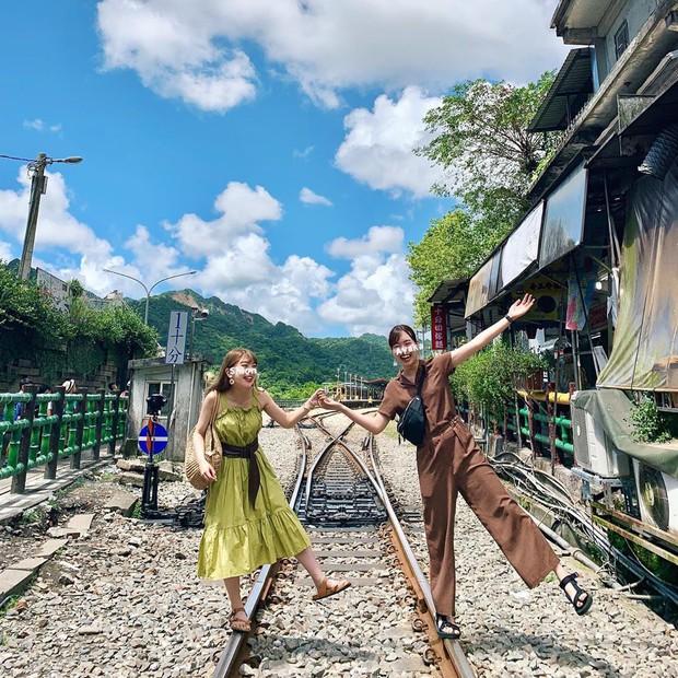 """Có gan mới dám ghé 3 con phố đường tàu nổi tiếng khắp châu Á: Xóm Phùng Hưng ở Hà Nội là """"đáng sợ"""" nhất! - Ảnh 24."""